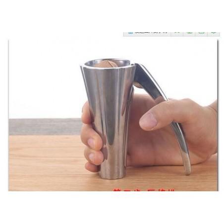 Casse noix et noisettes design